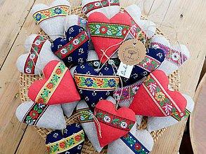 Darčeky pre svadobčanov - Ľanové ľudové srdiečka, s levanduľou - 10679709_