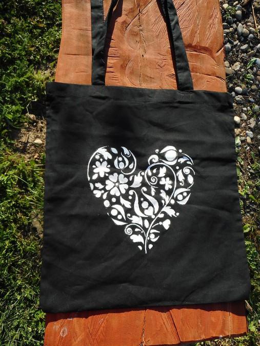 white heart on black ekotaška