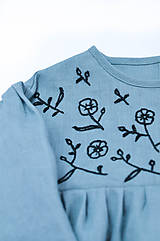 Detské oblečenie - Vyšívané šaty IDA dymovo zelené - 10683403_