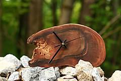 Hodiny - Stolové hodiny z orecha - 10685156_