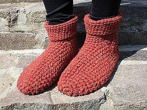 Obuv - obyčajské hnedé teplé papuče - 10688749_