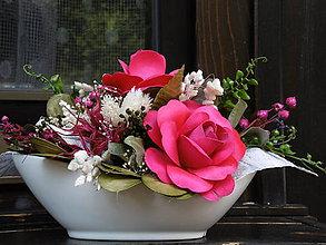 Dekorácie - Dekorácia s karmínovými ružami - 10691920_