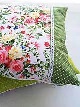 Úžitkový textil - Dekoračné vankúše (Zelená s kvetmi) - 10692267_