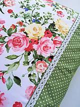 Úžitkový textil - Dekoračné vankúše (Zelená s kvetmi) - 10692268_