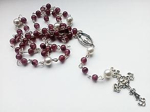 Iné šperky - Ruženec v bordovej farbe - 10690798_