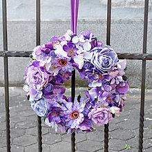 Dekorácie - Romantický fialový veniec na dvere - 10695468_
