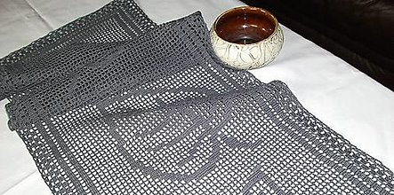 Úžitkový textil - *** Listy -  háčkovaná  stóla*** (114 cm x 35 cm - Šedá) - 10695326_