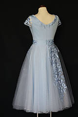 Šaty - Spoločenské šaty s kruhovou tylovou sukňou bodka - 10694926_