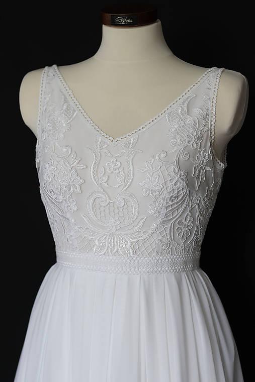 Svadobné šaty na ramienka z elastického tylu
