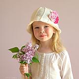 Detské čiapky - Rozkvitnutý ~ háčkovaný klobúk - 10693418_