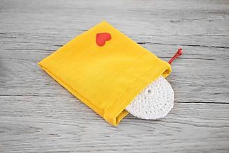 Úžitkový textil - Žlté vrecúško so srdiečkom na odličovacie tampóny (set) - 10696148_