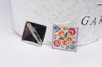 Odznaky/Brošne - brošňa s ľudovým kvetinovým motívom - 10695337_