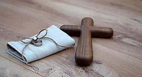 Dekorácie - Svadobný krížik z orechového dreva (24 cm x 13 cm) - 10696686_