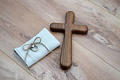Dekorácie - Svadobný krížik z orechového dreva (24 cm x 13 cm) - 10696687_