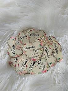 Darčeky pre svadobčanov - Magnetka pre hostí v tvare srdiečka - 10697741_