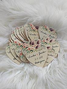 Darčeky pre svadobčanov - Magnetka pre hostí v tvare srdiečka - 10697821_
