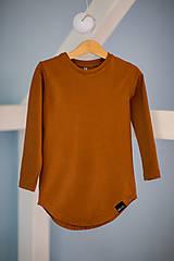 - Predĺžené tričko cognac - RVL (104) - 10698773_