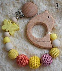 Hračky - Drevené hryzátko Motýlik - žltá (1 / farebné úle) - 10697239_