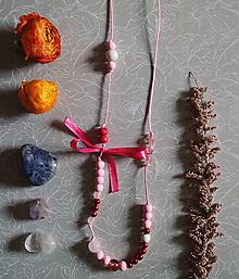 Náhrdelníky - Korálkové dievča/Rubínový kryštál - 10699477_