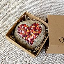 Drobnosti - Červené srdiečko pre mamu - Na kameni maľované - 10702054_