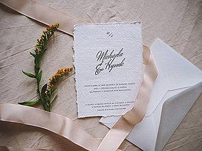 Papiernictvo - Svadobné oznámenie z ručne vyrobeného papiera s logom - 10699198_