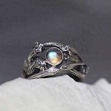 Prstene - Jedinečný prírodný strieborný prsteň s labradoritom - Šum vetra - 10703158_