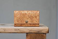 Peňaženky - Korková peňaženka M so zlatými žilkami - 10704231_