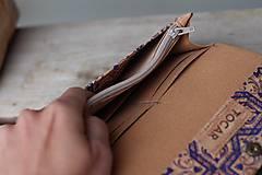 Peňaženky - Korková peňaženka M modrý ornament - 10704650_