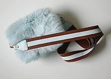 Koženo-kožušinová crossbody kabelka- MENTOLOVÁ