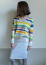 Svetre/Pulóvre - šedo-pestrý pásikový pulover - 10704867_