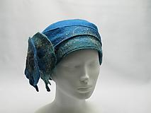 Čiapky - Modrý dámsky klobúk s kvetom - 10705641_