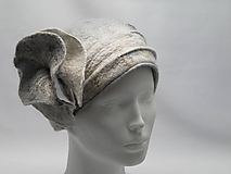 Čiapky - Biely dámsky vlnený klobúk s kvetom - 10705658_