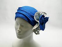Čiapky - Modro biely dámsky klobúk s kvetom - 10706522_
