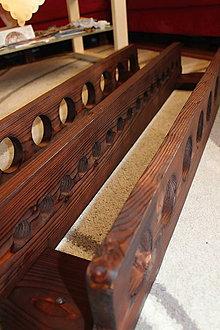 Dekorácie - Drevený stojan na víno na 16 fliaš - 10707634_