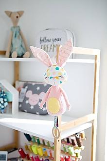Hračky - Zajačik na zavesenie koralovo-ružový - 10705992_