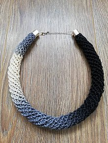 Náhrdelníky - Háčkovaný náhrdelník - špirálový (Čierno-biela) - 10707163_