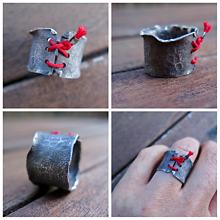 Prstene - Strieborny prsten Červená šnúrka - 10707894_