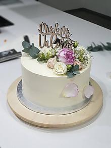 Dekorácie - Zápich na tortu Mr&Mrs s menom - 10709421_