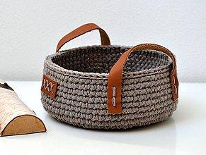 Košíky - Háčkovaný košík s koženými ušami - 10709054_