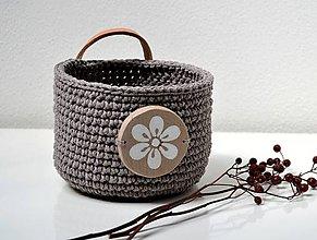 Košíky - Háčkovaný košík s veľkým dreveným gombíkom - 10709360_
