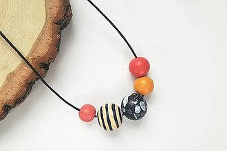 Náhrdelníky - Oranžovo čierny náhrdelník - 10711007_
