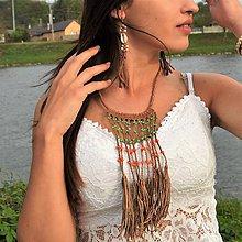 Náhrdelníky - Strapcový kožený náhrdelník s oranžovými a zelenými korálkami - 10710937_