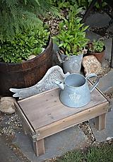 Nábytok - Starý drevený stolček - 10708713_