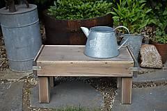 Nábytok - Starý drevený stolček - 10708715_
