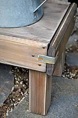 Nábytok - Starý drevený stolček - 10708717_