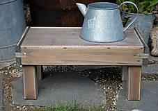 Nábytok - Starý drevený stolček - 10708718_