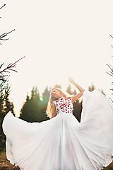 Šaty - Svadobné šaty s červenou výšivkou II. - 10713782_