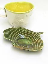 tanierik v tvare ginko v zelenej farbe