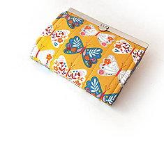 Peňaženky - Peňaženka s priehradkami Motýle na horčicovej - 10716846_