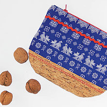 Taštičky - Kozmetická taštička - modrá s čičmianskym vzorom a s korkom - 10719312_